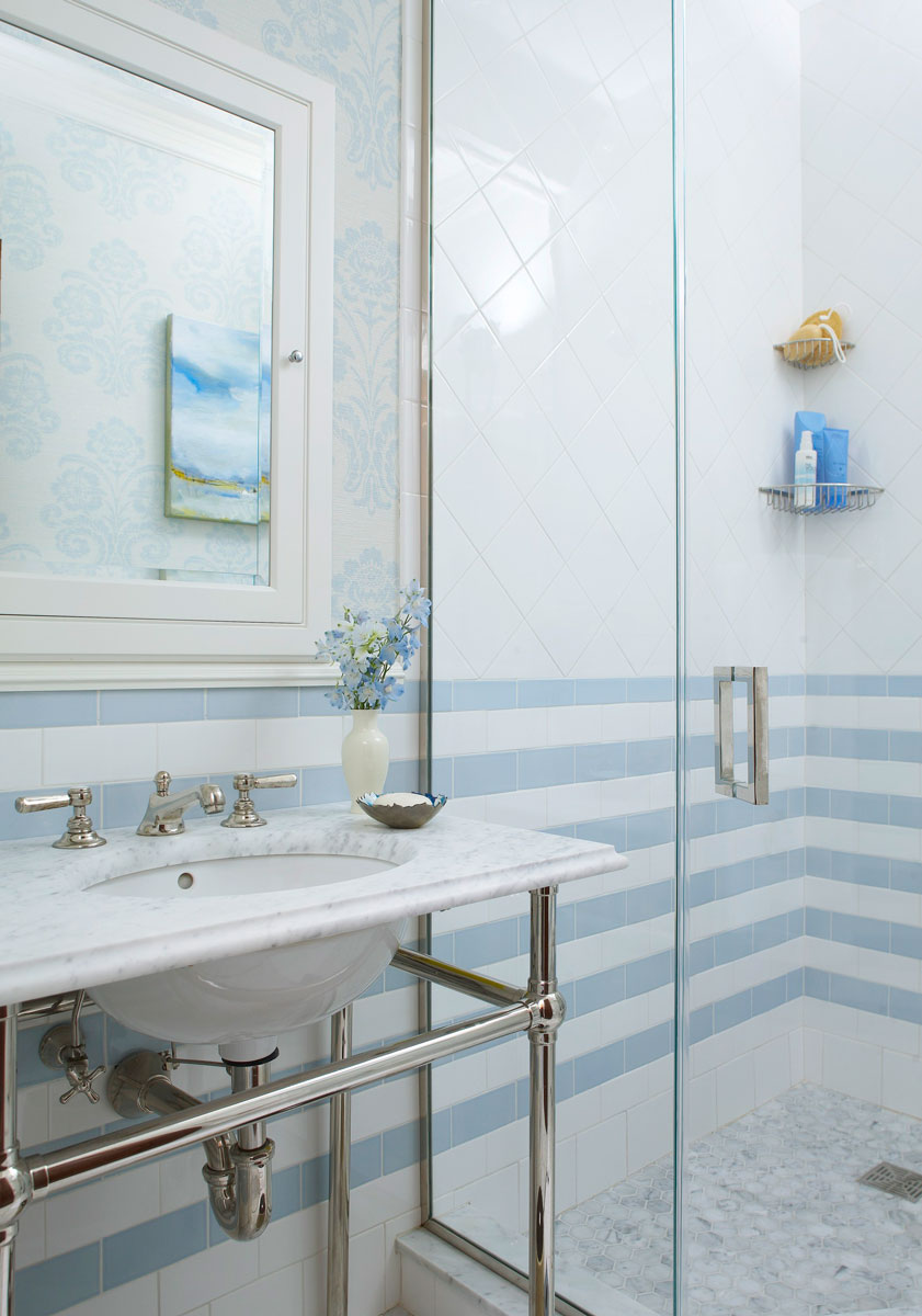 Bathroom Bathroom Decorating Ideas For Blue And White Traditional Home Agreeable Tiled White